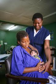 """Unicef: le """"mamme canguro"""" che salvano i loro neonati"""