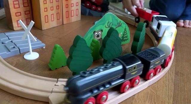 Treno giocattolo in legno per bambini